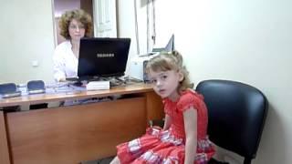 Полине надевают слуховой аппарат(, 2013-07-26T05:37:33.000Z)