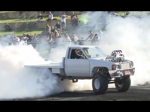 BLWNLUX destroys a motor at Burnout Mayhem 2013