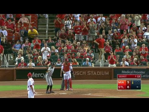 MIA@STL: Cards' fans give Ichiro standing ovation