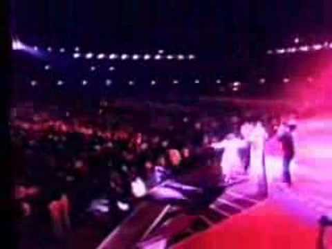 Amitabh Bachchan in Concert (Mere Angane Mein)