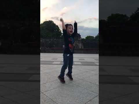 Baby dancing wannaone's nayana in Fort Santiago, Philippines
