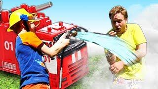 Игры на детской площадке - Супер быстрый Пожарный! – Видео шоу про Школу Супергероев.