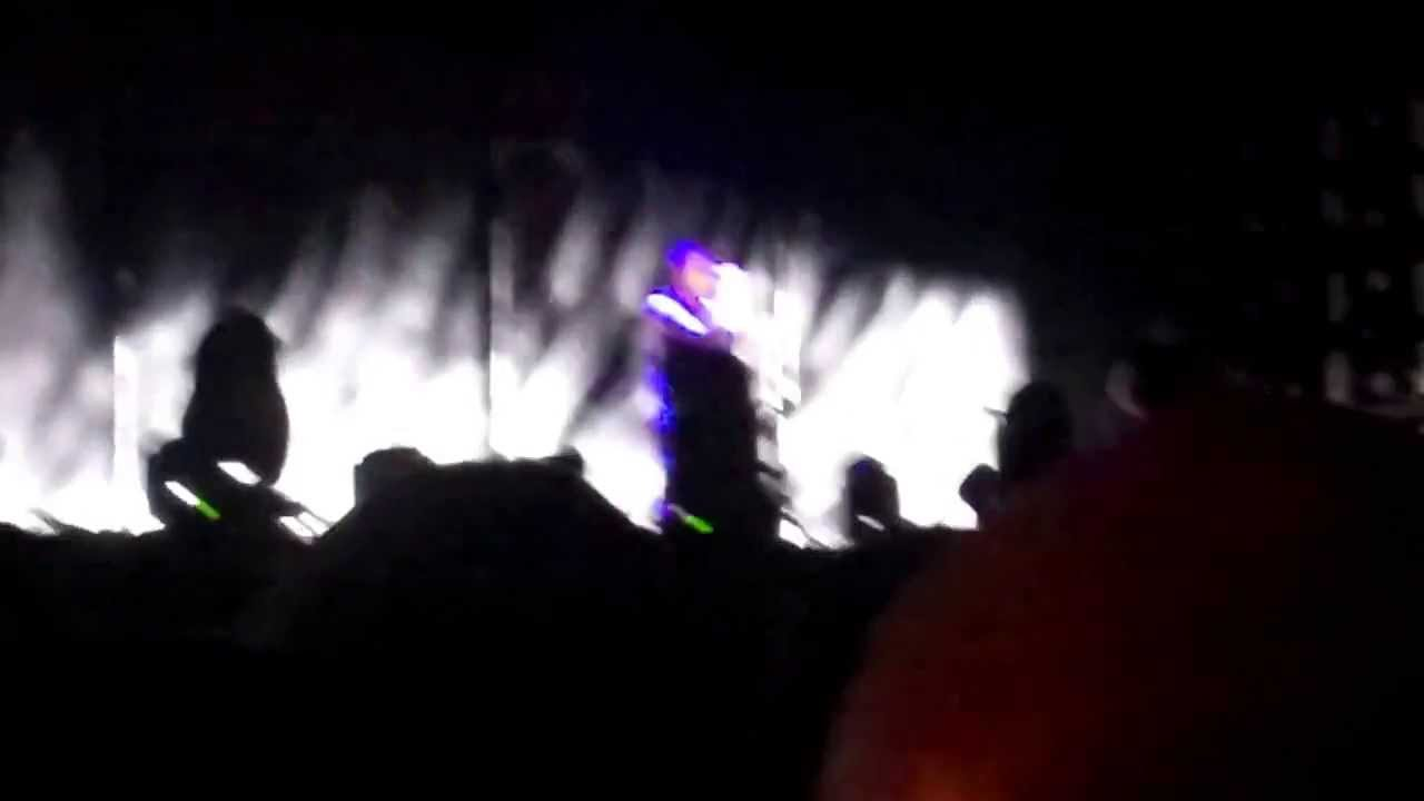 Nine Inch Nails - Hurt sing-a-long - Lollapalooza 2013 - YouTube