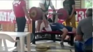 Extremer Unfall beim Gewichtheben