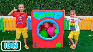 Vlad dan Niki bermain dengan mesin cuci mainan