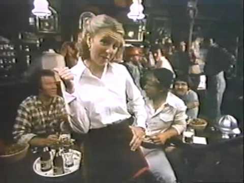 Schlitz, 1977 11 06, Teri Garr as waitress