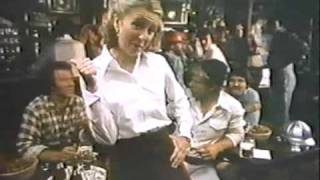 Schlitz, 1977 11 06, Teri Garr as waitress