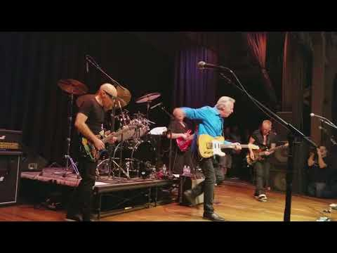 """Private Concert - G4 2017 Joe Satriani, Tommy Emmanuel play """"Stevie's Blues"""" and """"Johnny B Goode"""""""