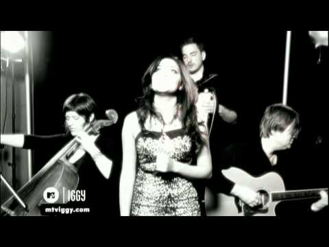 Nadia Ali - Crash and Burn (Acoustic Performance)