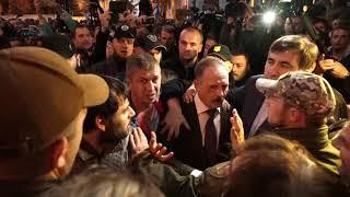 Саакашвили спас депутата от разъярённой толпы