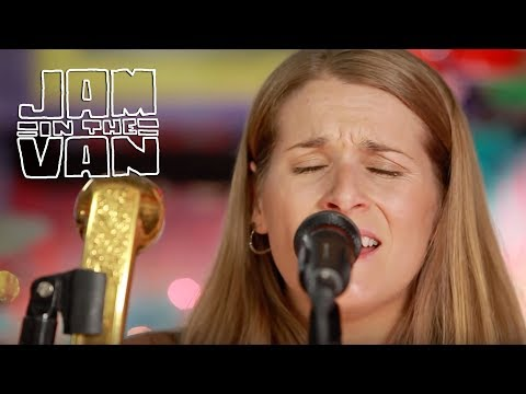 "SHOOK TWINS - ""Growing Things"" (Live at JITV HQ in Los Angeles, CA 2016) #JAMINTHEVAN"
