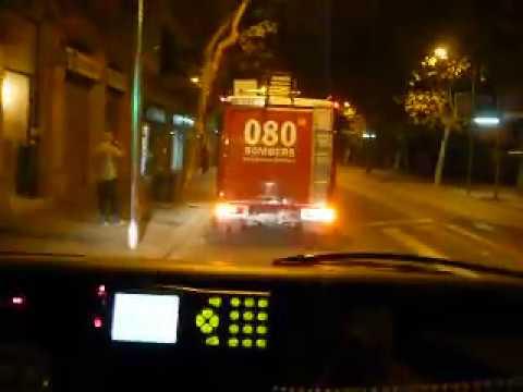 Barcelona fire engine & ambulance responding. / Bomberos BCN
