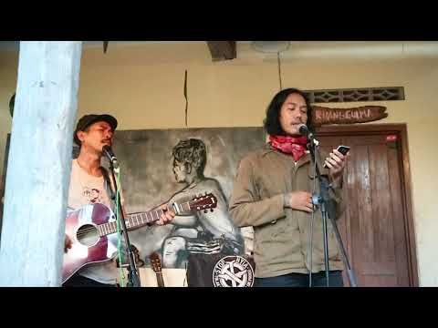 Iksan Skuter Ft. Danto (Sisir Tanah) - Lagu Kita (Live at Ruang Gulma)