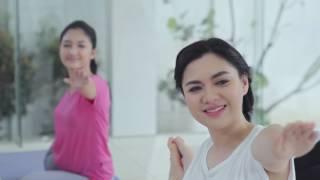 Vicky Shu Saat Latihan Yoga