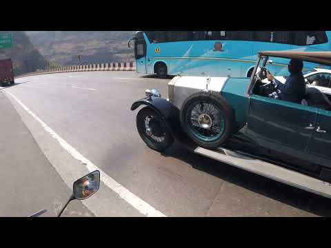 Spoted Ancient #antique #Car on #Pune #Mumbai #express #Highway