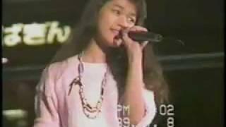 1989年7月8日に、東京・新宿NSビルの大時計広場で行われた2枚目ニュー...