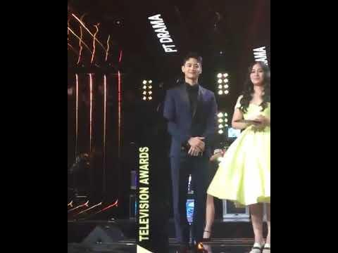 minho shinee naik stage bareng gracia indri di acara indonesian television awards 2017