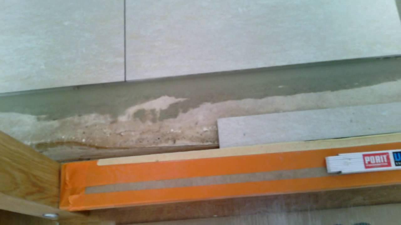 Плитка универсальна, ведь она может стать ярким элементом дизайна ванной комнаты, украсить пол прихожей, составить практичное и немаркое напольное покрытие на кухне или в обеденной зоне. Дома или на даче, в офисе или торговом центре – без плитки сложно представить практически любое.