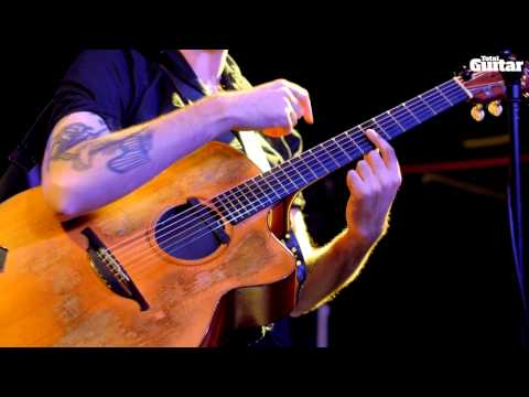 Jon Gomm guest lesson - The guitar as a drum kit (TG248)