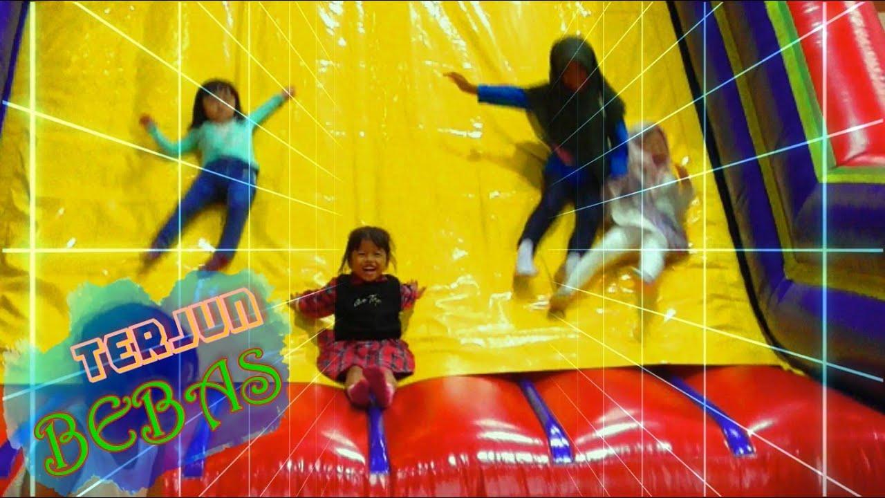 Terjun Bebas Main Perosotan Di Wahana Istana Balon Besar Wonderfest Part 2 Youtube