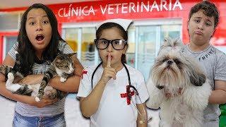 Maria Clara é Médica Veterinária e salva os animais ♥ Pretend Play With Veterinarian Doctor