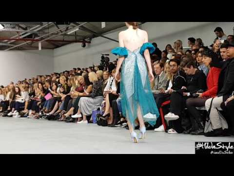 Cinderella Epic Shoes Fail @ London Fashion Week 2016 - High Heels fall