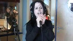 Dolores O'Riordan - Go your own way (Live on Europe2)