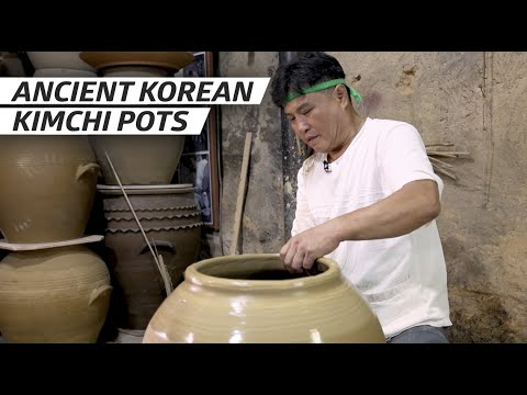 Watch a Korean Master Craftsman Make a Kimchi Pot by Hand, All According to Ancient Tradition