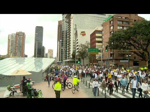 euronews (deutsch): Kolumbien: Tausende Menschen protestieren gegen Terrorismus