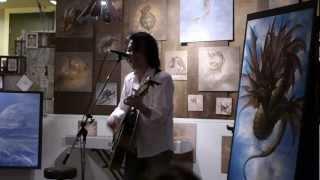 2012年5月26日 大阪Bodaiju Cafeで開催されたイラストレーター内尾正和氏の個展期間中に催されたライブパーティーにて。 ミュージシャンたちの多く...