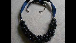 Ожерелье из бусин и атласной ленты