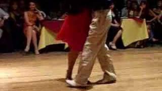 Osvaldo y Coca Cartery Campeones  Mundial de Tango 2004 bailan  Vals