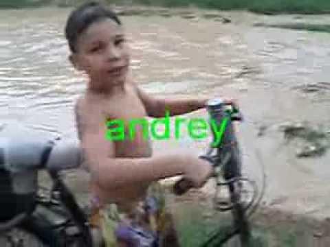 moto bike com andrey atravessando rio