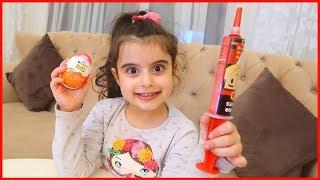 Kız Çocukları İçin Kinder Joy Sürpriz Yumurta ve Çikolata Şırınga Açtık | Çocuk Videosu