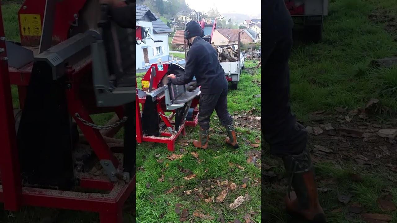 Couper le bois avec une scie circulaire cms accrocher derri re un tracteur youtube - Couper bois avec meuleuse ...