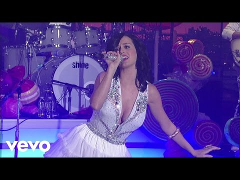 Katy Perry - I Kissed A Girl (Live on Letterman)