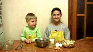 Діти готують медово-яблучний пиріг. Дети готовят медово-яблочный пирог.