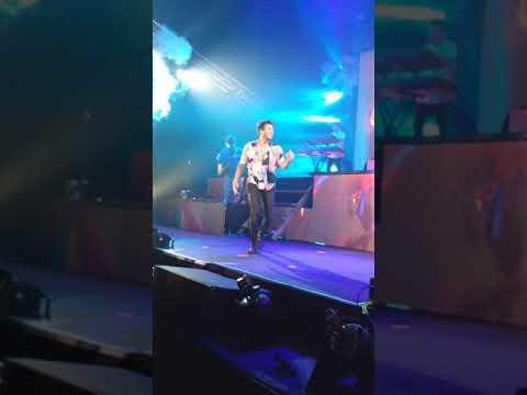 Sebastián Yatra encendió Rosario con sus baladas y ritmos latinos