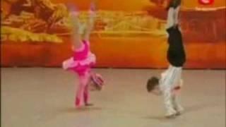 Niños bailando , impresionantes