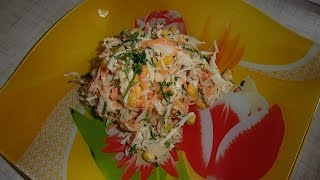 Салат из свежей капусты, моркови и еще много чего добавляем.