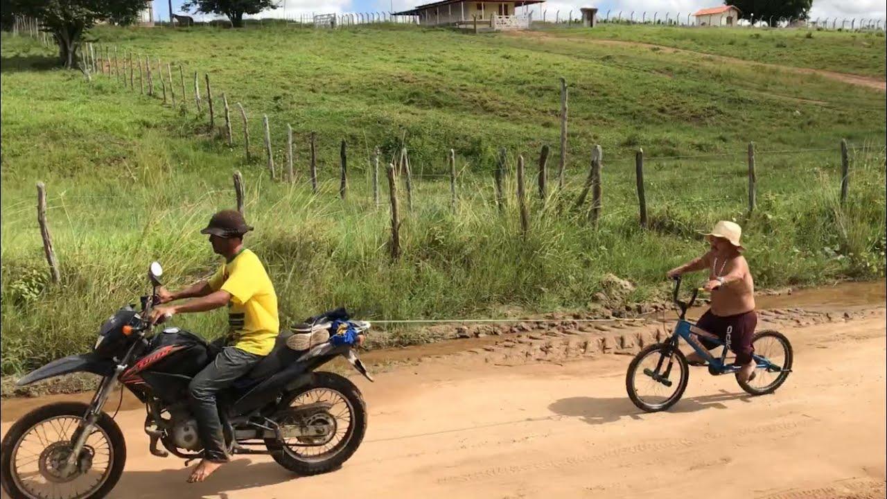 ANÃO AMARRA SUA BICICLETA NA MOTO E VAI NA BANGUELA ATÉ  SUA CASA 😂| ADRENALINA