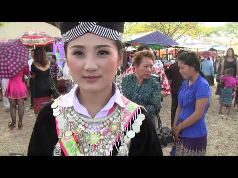 BEAUTIFUL HMONG GIRL AT THE NEW YEAR IN LAOS: 2013-2014