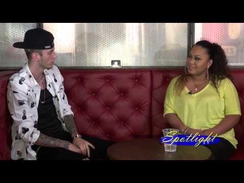 who is mgk dating