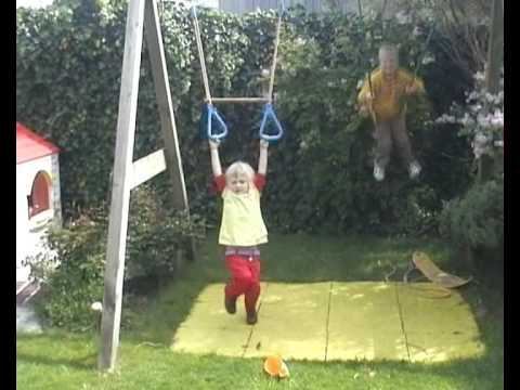 Femke's recovery from erbs palsy at age 4 (longer version)
