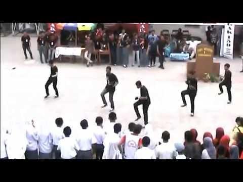 Perm + Flashmob Salis Shuffle Dance @TEGAK159 SMA NEGERI 1 SUNGGUMINASA