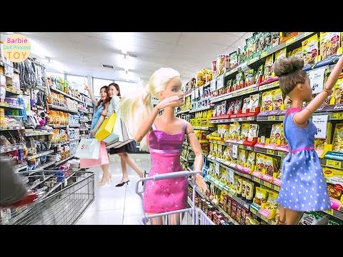 Barbie and roommates do beach yoga drive to the supermarket to buy, Barbie grocery toys