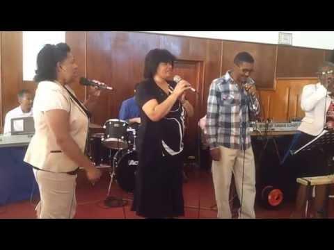 UCC Pacaltsdorp Praise & Worship singing My Staatmaker & Wie sal ek stuur