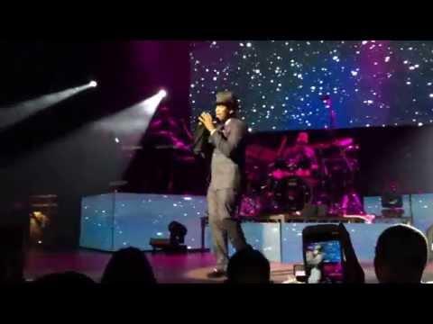 Ne-Yo performing Mario's