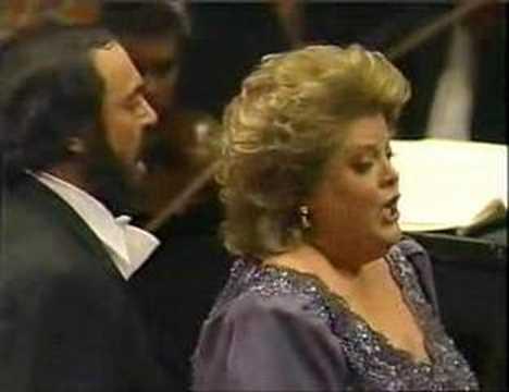 Luciano Pavarotti and Deborah Voigt in Ballo in Maschera