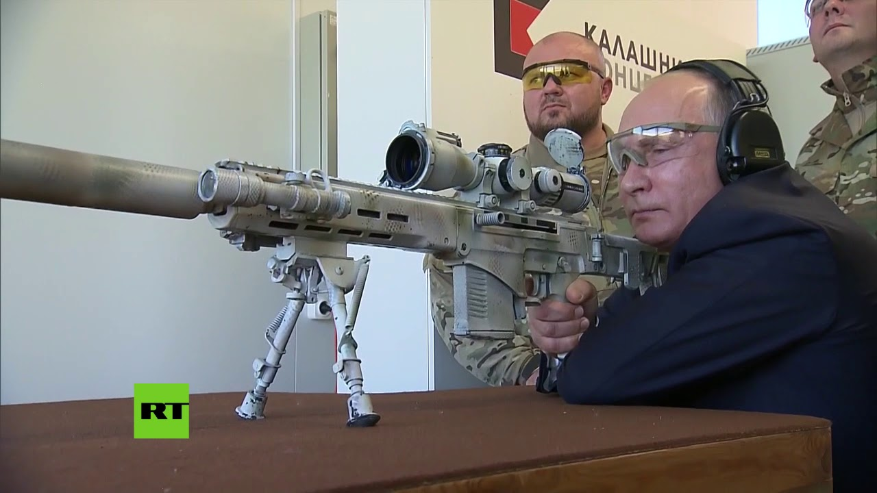 Putin dispara con el nuevo rifle de francotirador de Kaláshnikov